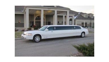 White Lincoln Town Car Limousine #15